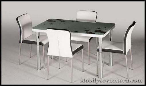 Mondi mutfak masası