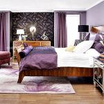 Ahsap ayakli mor yatak odasi modeli