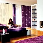 Gul desenli perdeli mor yatak odasi modeli