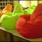 Renkli puf koltuklar