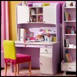 Kız çalışma masası