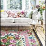 Çiçek desenli yastıklar