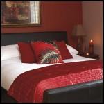 En şık kırmızı yatak odası tasarımı