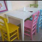 Renkli masa sandalye