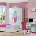 Pembe genç odası modelleri