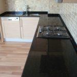 Siyah granit mutfak tezgahi