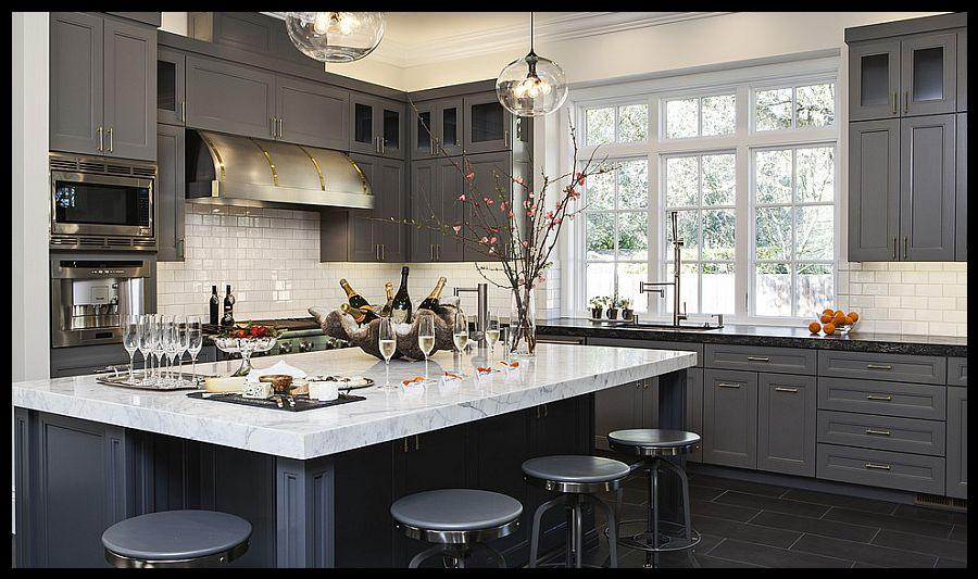 Gri beyaz mutfak dolapları