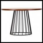 Metal ayaklı yuvarlak masa