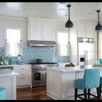 Beyaz turkuaz mutfak dekorasyonu