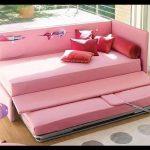 Pembe yataklı kanepe