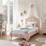 Rosa kız genç odası