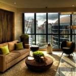 Açık kahve tonlarında modern oturma odası