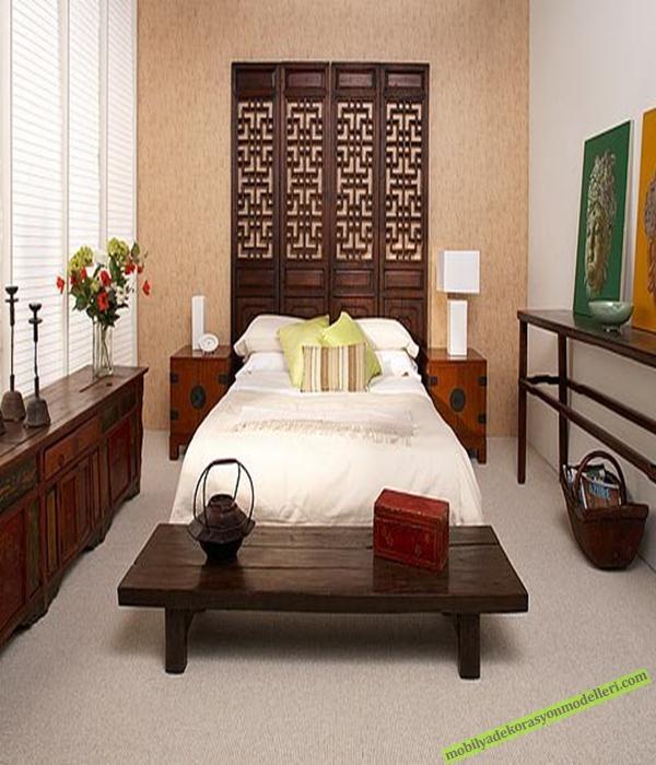 Ahşap antika yatak odası