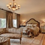 Ahşap mobilyalarla tasarlanmış yatak odası dekorasyonu