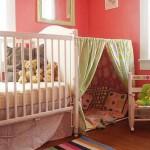 Kırmızı bebek odası dekorasyonu