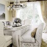 Beyaz işlemeli koltuk ve sandalyeleri ile yemek odası takımı