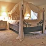 Beyaz renkli yatak odası dekorasyonu
