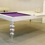 Beyaz renkli yemek ve bilardo masası