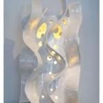 Dalgalı beyaz seramik yapımı modern masa lambası