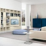 Geniş beyaz renkli kütüphane ve modern oturma odası