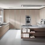 Krem renkli gri tezgah beyaz zeminli modern mutfak