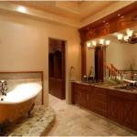 Modern banyo ahşap lavabo ve ayna üzerinde şık ikili cam aplikler