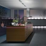 Modern dekore edilmiş mor ve beyaz mutfak ışıklandırması
