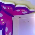 Modern renkli kelebek motifi ile tavan dizaynı