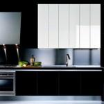 Modern siyah beyaz renklerle mutfak dekorasyonu